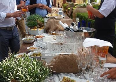 aperitif_tuscandinner_prosecco_spritz_valdorcia_catering_cerinella_toscana