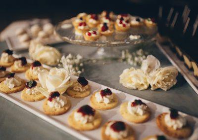dessert_table_fruit_tarts_wedding_Tuscany_cerinella_catering