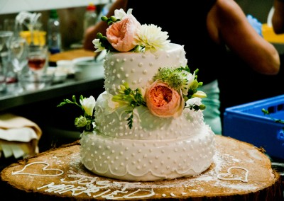 wedding cake on wooddisk