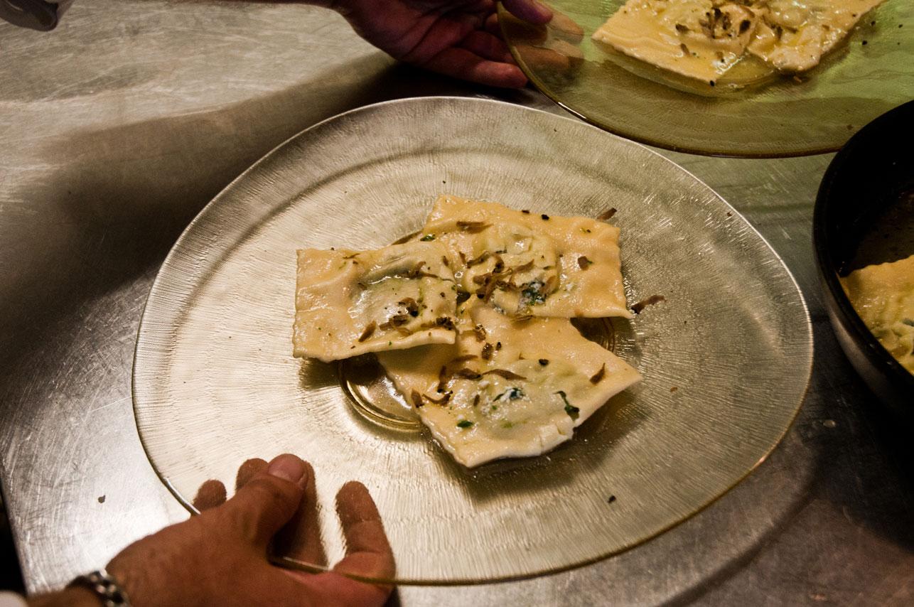 Tortelloni ricotta e ortica al tartufo estivo