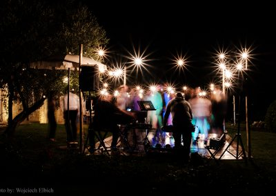 wedding Tuscany_pienza_val d'orcia_party_dancefloor_cerinella wedding_string lights