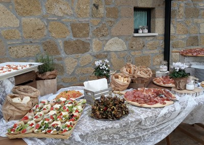 wedding buffet Tuscan country chic