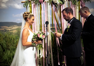 ceremony_decor_decorazione_cerimonia_wood_arch_val_orcia_bride_groom_cerinella_weddingplanner_wedding_tuscany_italy
