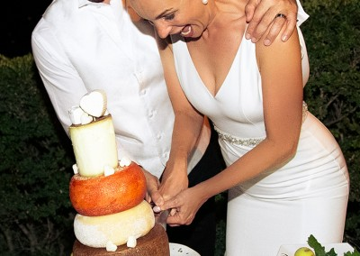 cheese_cake_wedding_tuscany_matrimonio_toscana_italy_weddingcake_cutting_bride_groom_catering_cerinella