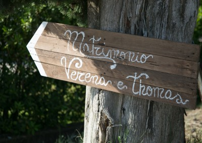 country_wedding_decor_wood_signs_tuscany_cerinella_weddingplanner