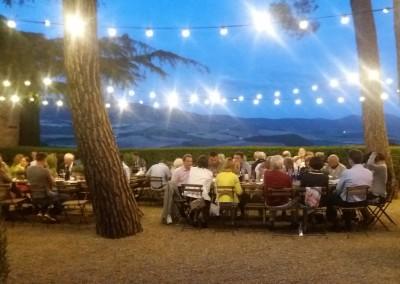 pizza_dinner_valdorcia_tuscany_lighting_cerinella_weddingplanning