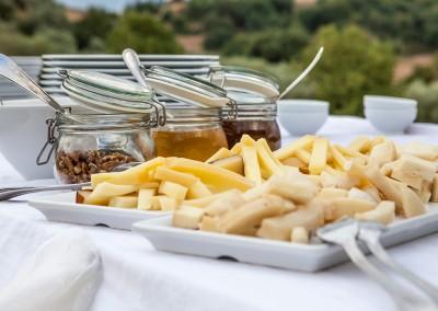 aperitif_buffet_cheese_honey_jam_formaggio_pecorino_maremma_toscana_catering_cerinella