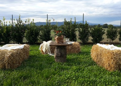 haybales ad seating for the aperitif buffet