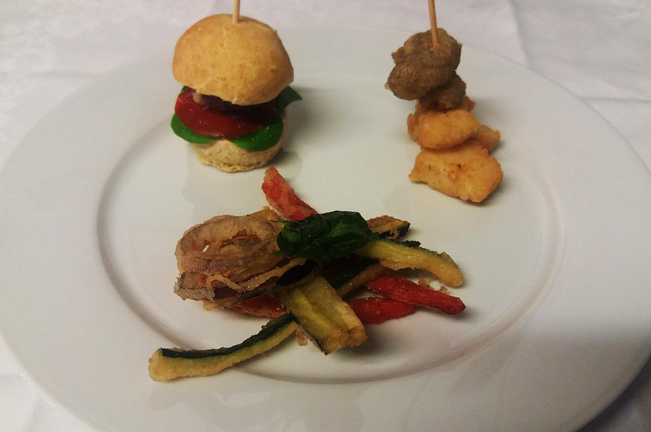 hamburger_baccala_fritto_verdure_tempura_catering_cerinella_toscana