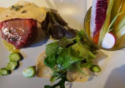 tartare_vitellone_pinzimonio_misticanza_catering_cerinella_toscana