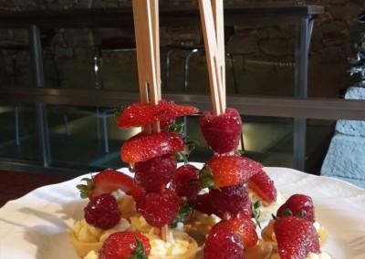 tartellette_frutta_crema_chantilly_catering_cerinella_toscana_italia