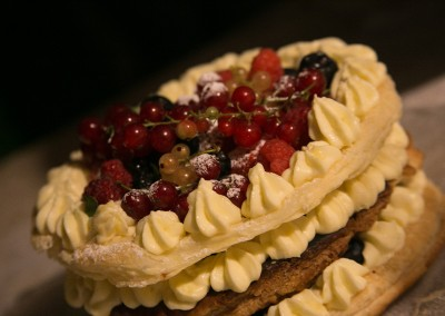 wedding_cake_millefoglie_with_berries_torta-nuziale_cerinella_catering_toscana