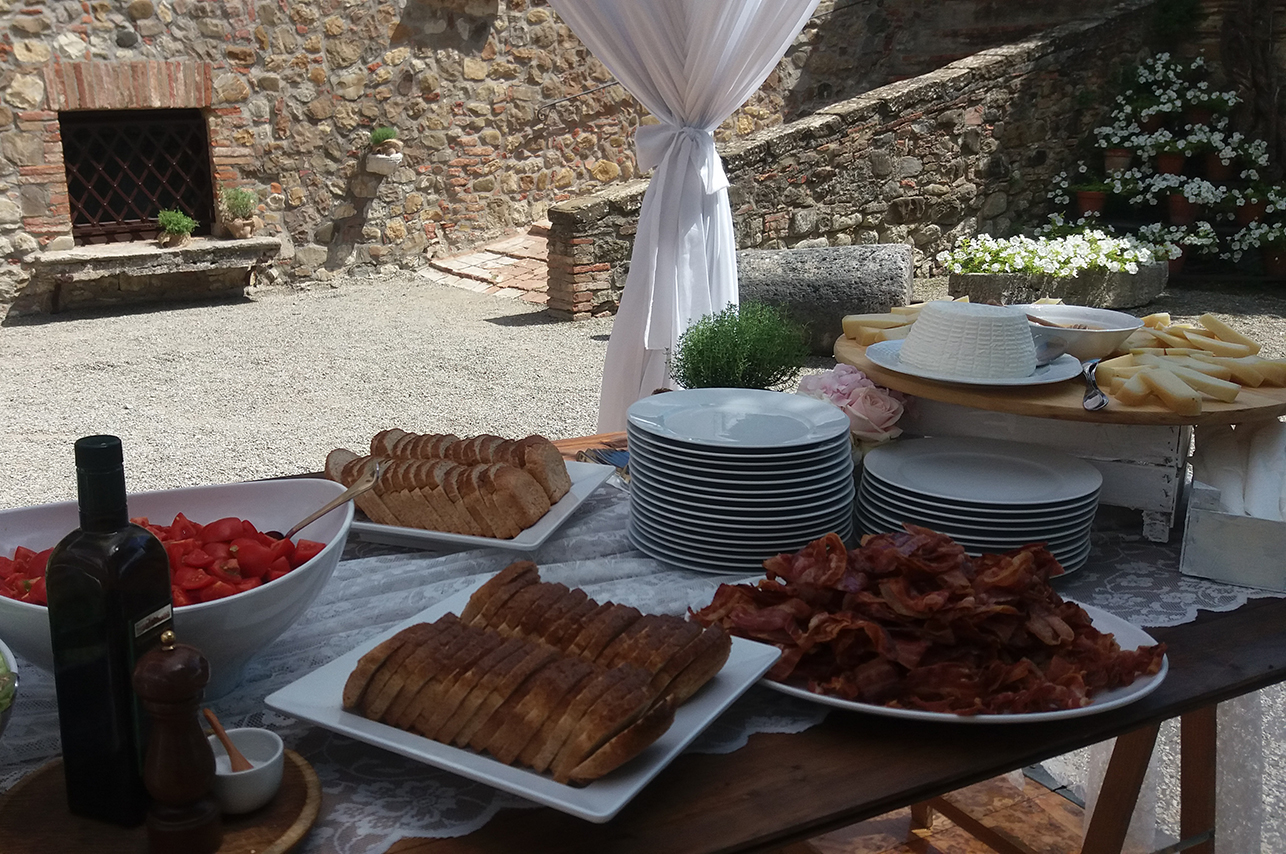 brunch_buffet_saladbar_pecorino_cheese_bacon_egg_tuscany_catering_cerinella
