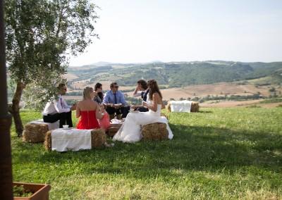 agriturismo_wedding_venue_monticchiello_pienza_val_d_orcia_tuscany_bride_groom_garden_view