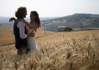 agriturismo_wedding_venue_monticchiello_pienza_val_d_orcia_tuscany_bride_groom_view
