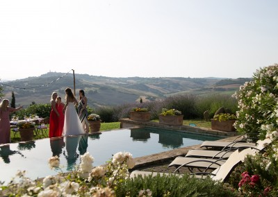 agriturismo_wedding_venue_monticchiello_pienza_val_d_orcia_tuscany_bride_swimming_pool