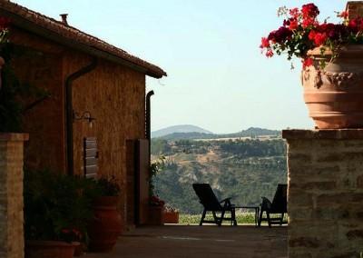 agriturismo_wedding_venue_monticchiello_pienza_val_d_orcia_tuscany_courtyard_view