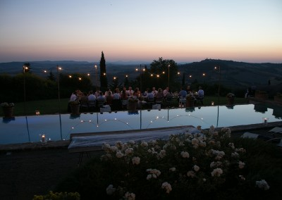 country_wedding_dinner_with_view_val_orcia_tuscany_lighting_cerinella_weddingplanner