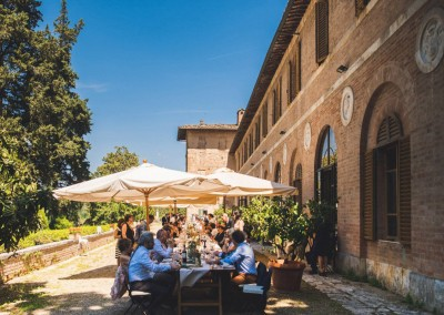 historic_wedding_venue_dimora_storica_siena_monteriggioni_val_elsa_chianti_cerinella_weddingplanner_outdoor_dinner