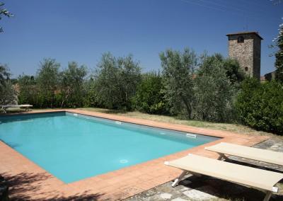 medieval_castle_chianti_firenze_wedding_historic_venue_cerinella_weddingplanner_tuscany_aswimming_pool