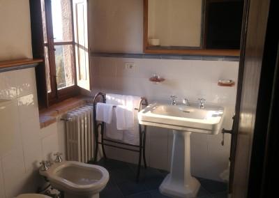 medieval_castle_chianti_firenze_wedding_historic_venue_cerinella_weddingplanner_tuscany_bathroom