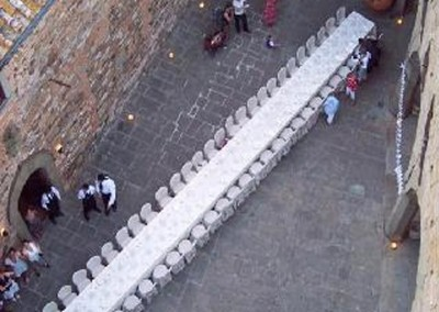 medieval_castle_chianti_firenze_wedding_historic_venue_cerinella_weddingplanner_tuscany_courtyard_long_table