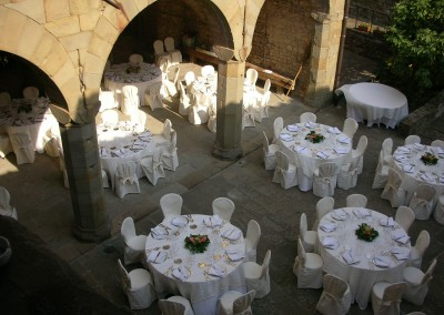 medieval_castle_chianti_firenze_wedding_historic_venue_cerinella_weddingplanner_tuscany_courtyard_wedding_reception
