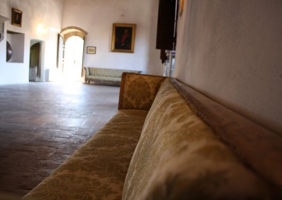 medieval_castle_chianti_firenze_wedding_historic_venue_cerinella_weddingplanner_tuscany_indoor_saloon_small