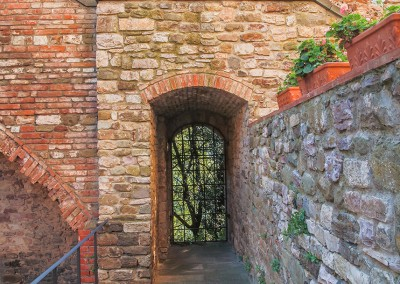 medieval_castle_chianti_firenze_wedding_historic_venue_cerinella_weddingplanner_tuscany_old_walls