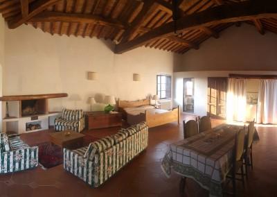 medieval_castle_chianti_firenze_wedding_historic_venue_cerinella_weddingplanner_tuscany_room_diningroom_fireplace