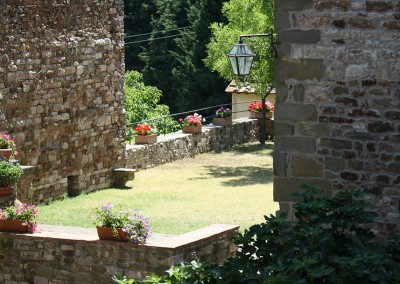 medieval_castle_chianti_firenze_wedding_historic_venue_cerinella_weddingplanner_tuscany_tower_garden