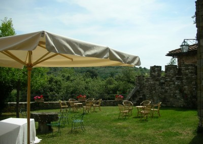 medieval_castle_chianti_firenze_wedding_historic_venue_cerinella_weddingplanner_tuscany_tower_garden_aperitif