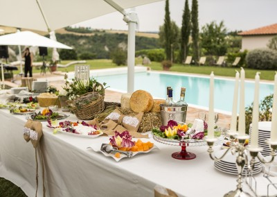 agriturismo_tuscany_cerinella_wedding_pool_aperitif