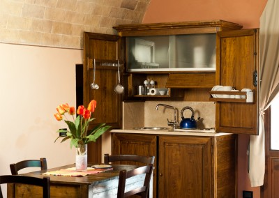 venue in val d'orcia, example of kitchenette, cerinella wedding