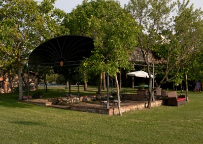 venue in val d'orcia, garden and gazebo, cerinella wedding