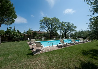 venue in val d'orcia, swimming pool, cerinella wedding
