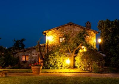 venue in val d'orcia, venue by night, cerinella wedding