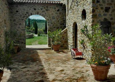 wine farm_tuscany_wedding location_cerinella_eventplanner (3)