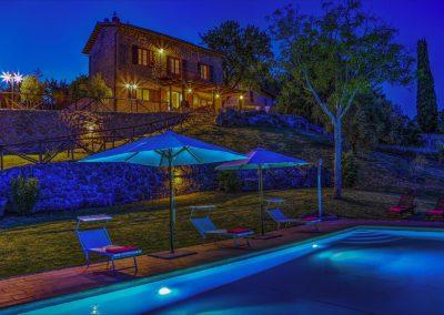 casa di elsa_villa_santa fiora_monte amiata_cerinella_wedding planning_stone villa_tuscany_by night