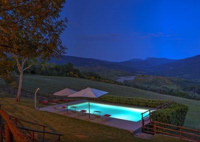 casa di elsa_villa_santa fiora_monte amiata_cerinella_wedding planning_swimming pool_view_tuscany_countryside_by night