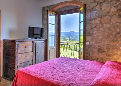 casa di elsa_villa_santa fiora_monte amiata_cerinella_wedding planning_tuscany_country style_bedroom