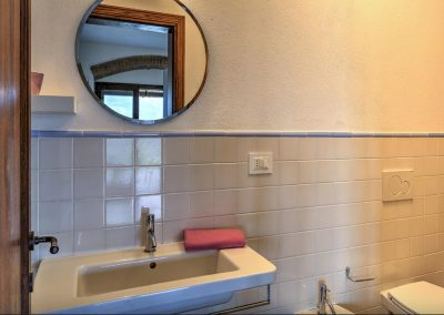 casa di elsa_villa_santa fiora_monte amiata_cerinella_wedding planning_tuscany_countrystyle_bathroom