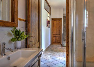 casa di elsa_villa_santa fiora_monte amiata_cerinella_wedding planning_tuscany_countrystyle_bathroom_tuscanstyle