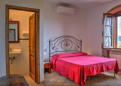 casa di elsa_villa_santa fiora_monte amiata_cerinella_wedding planning_tuscany_countrystyle_bedroom
