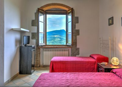 casa di elsa_villa_santa fiora_monte amiata_cerinella_wedding planning_tuscany_countrystyle_bedroom_view