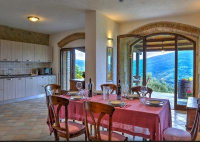 casa di elsa_villa_santa fiora_monte amiata_cerinella_wedding planning_tuscany_countrystyle_kitchen
