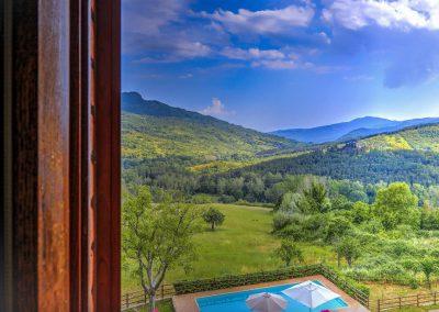 casa di elsa_villa_santa fiora_monte amiata_cerinella_wedding planning_tuscany_countrystyle_view_bedroom